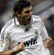 Foto de El Real Madrid gana al Málaga con Higuaín como estrella