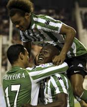 Foto de El Betis se lleva el derbi sevillano venciendo al Sevilla 1-2