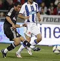 Foto de El Real Madrid vence al Recreativo 0-1 y mantiene el pulso en la liga