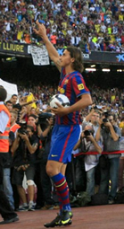 Foto de Ibrahimovic presentado ante más de 50.000 espectadores
