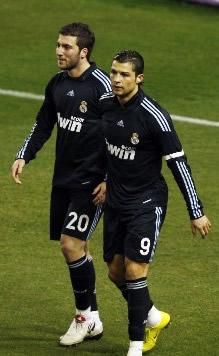 Foto de El Real Madrid golea 1-4 al Valladolid con tres de Higuaín