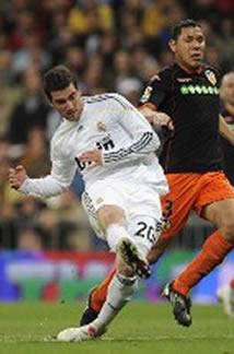 Foto de El Real Madrid vence 2-0 al Valencia y anima la Liga