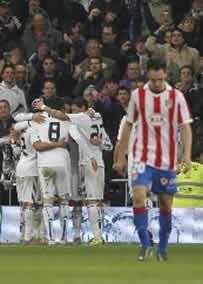 Foto de El Real Madrid vence 3-1 en la ida de la Copa al Atletico