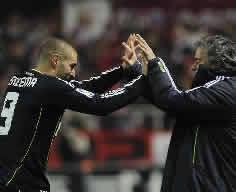 Foto de El Real Madrid vence al Sevilla 0-1 en la ida de semifinales de la Copa