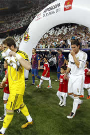 Foto de Real Madrid y F.C. Barcelona empatan a dos en la ida de la Supercopa