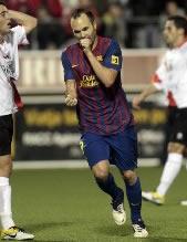 Foto de Iniesta encarrila la eliminatoria de copa con el 0-1 ante L'Hospiatalet