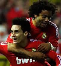 Foto de El Real Madrid golea 2-6 y es el lider de la liga en 2011