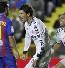 Foto de El Real Madrid gana 1-2 al Levante en un campo impracticable