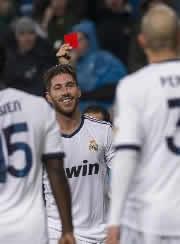 Foto de El Real Madrid vence 2-0 al Rayo Vallecano con diez jugadores