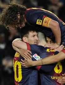 Foto de El F.C. Barcelona vence 2-0 al Depor con la mente en el Milán