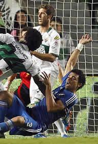 Foto de El Real Madrid vence 1-2 al Elche en un final polémico