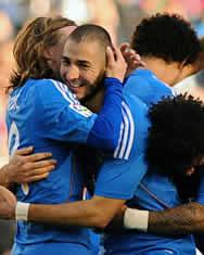 Foto de El Real Madrid golea 0-5 al Betis y alcanza a la cabeza de la Liga